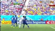 Вижте как Суарез захапа рамото на Киелини по време на мач