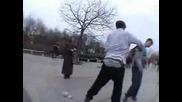 Скейтъри се бият пред Ндк