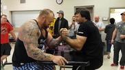 Шампион по канадска дава уроци на най-силния човек на света