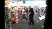 Луда бабка в магазин