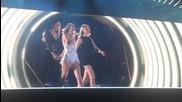 На живо от Детройт! Taylor Swift ft. Martha Hunt & Gigi Hadid - Style - The 1989 World Tour