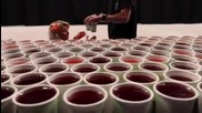 Това, което тези хора направиха с 60 000 чаши вода ще ви остави с отворена уста.