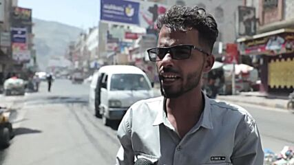 Yemen: Angry protesters block Taiz streets with burning tires to denounce local currency collapse
