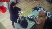 Нагла жена открадна раницата на млад бургазлия. Познавате ли я?