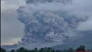Вулкан изригва и причинява торнадо след себе си