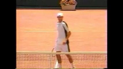 Тенис: Andy Roddick пробива корта с Чудовищният си сервиз