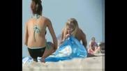 Момичета Духат На Плажа
