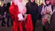 Руският Дядо Мраз цепи мрака