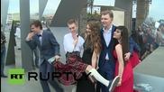 """Хиляди руски студенти празнуват завършването си в парка """"Горки"""""""
