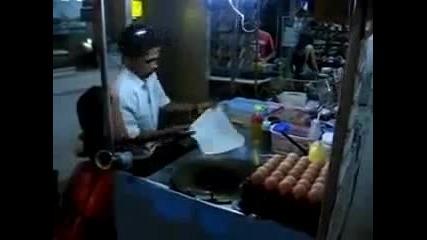 Индиец прави палачинки със страхотна бързина и прецизност