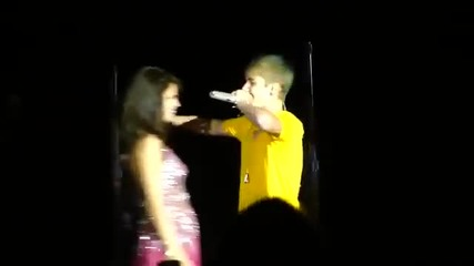 Джъстин изненадва Селена на неин концерт
