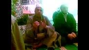 Еймен Хасен от Египет рецитира коран в централната джамия в Мадан