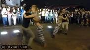 Мацки показват чувствен танц , всеки мъж би искал да им е кавалер!
