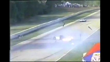Кола излита във въздуха... няма такава катастрофа...