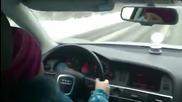 8 годишно момиче кара на заледен път