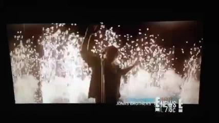 Част от видеото Pom Poms