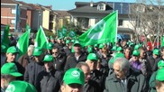 Italy: Thousands of farmers protest low milk prices in Turin