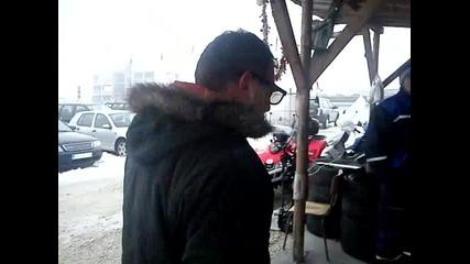 петър джамбов с модерни очила