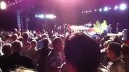 Джими Бъфет падна от сцената