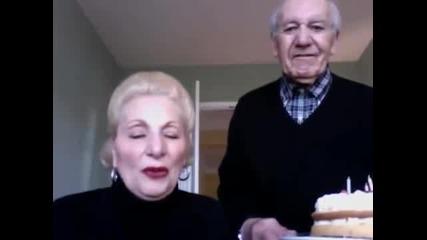 Смях - Баба и Дядо не могат да разберат как се използва уеб камера.