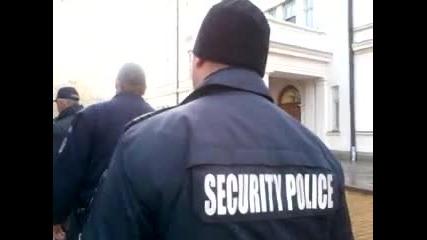 Полицията Изпратена От Борисов Блъска И Удря Протестиращите 2014 07 11