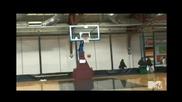 Смях! Селена Гомез на баскетболен мач на Джъстин Бийбър
