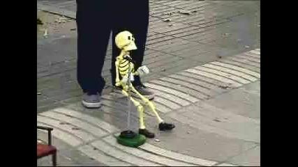 skelet - kukla na konci