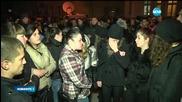 Стотици на протест пред полицията във Враца