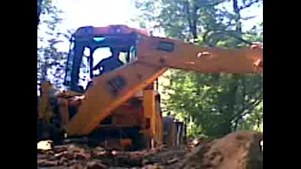 Багер копае в Лесидрен