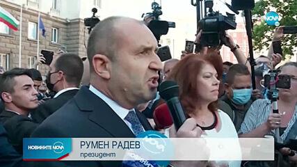 """Радев оглави протеста в своя защита с """"Мутри, вън!"""""""