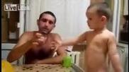 две годишно русначе пуши цигари