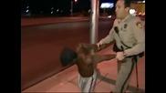 Това е най - смешният арест в Лас Вегас , който някога ще видите !