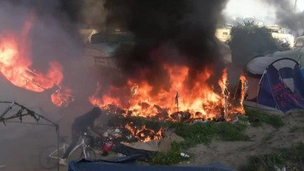France: Multiple fires break out during Calais refugee camp eviction