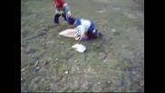 Две Хлапета Се Борят3
