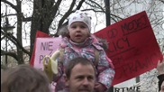 Poland: Thousands protest against possible ban on abortion in Warsaw
