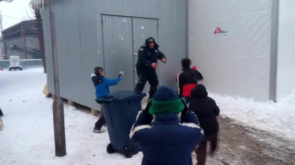 Serbia: Police meet their match in snowball fight with refugee children