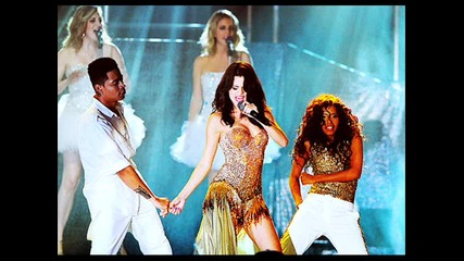 Нови снимки на Селена Гомез от концерта й на 28.07.2011.