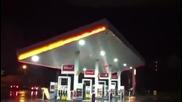 Буря събаря бензиностанция