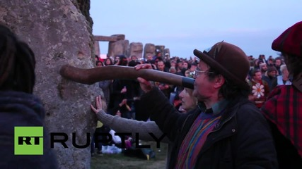 UK: Sun-worshippers swamp Stonehenge for summer solstice