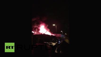 UK: Firefighters battle huge warehouse blaze in north London
