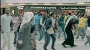 Ефектен танц от цивилни на публично място