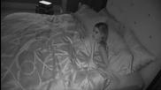 Пич плаши приятелката си с холограма призрак!