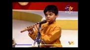 Деца Феномени - Момче свири на флейта