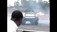 Monster Truck - Се Върти В Кръг И Вдига Пушек