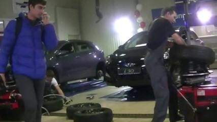 Състезание по смяна на гуми. Вижте как работят най-добрите в този занаят!