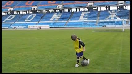 Талант !! Насладете се на качествата на това 5 годишно Момче