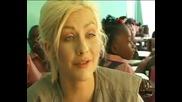 Кристина Агилера помага за децата в Хаити