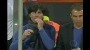 Германския треньор Йоаким Льов си яде сополите !