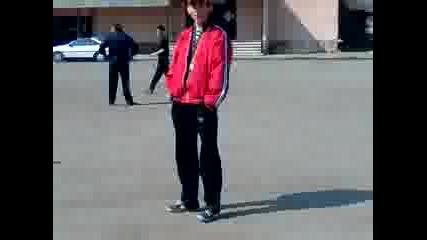 Ченгел играе волейбол