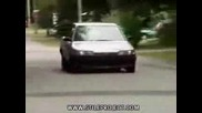 Кола вдига задница